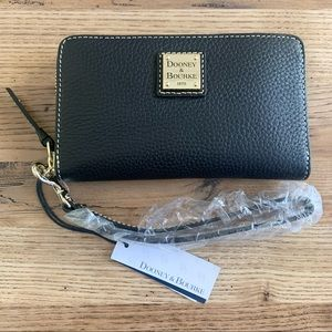 NWT Dooney & Bourke pebble leather wristlet wallet